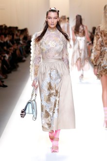 fsfwma13-52com-fashion-week-milan-ss-2017-fendi-highres