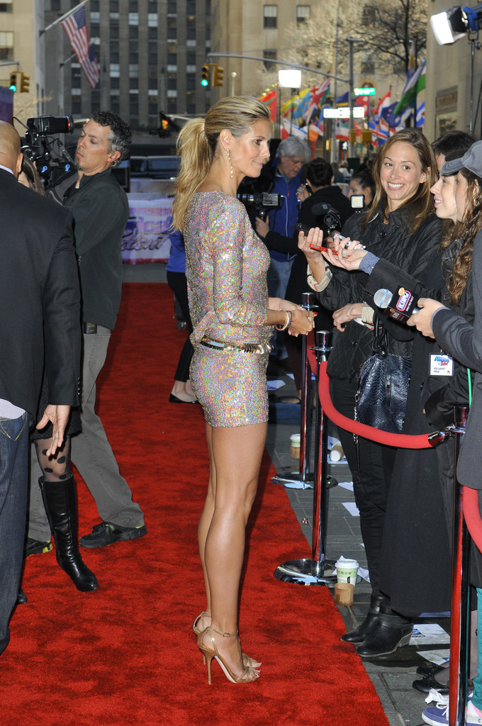 heidi-klum-americas-got-talent-new-york-auditions-talbot-runhof-fall-2012-dress-dolce-gabbana-sandals-givenchy-belt-3