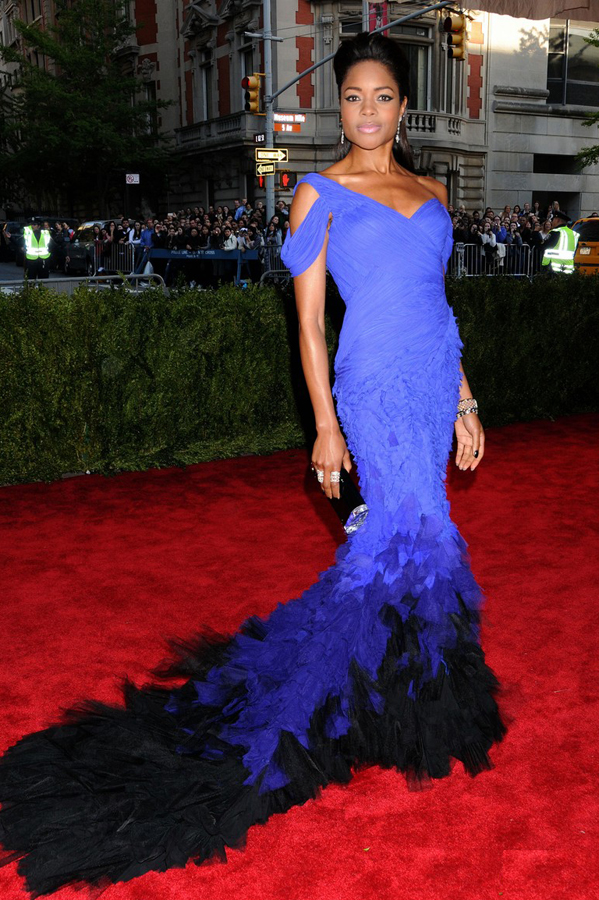 naomie-harris-met-ball-2013-red-carpet-04-donna-karan