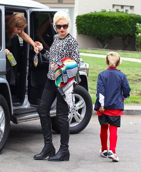 gwen-stefani-los-angeles-alc-tatum-sweater