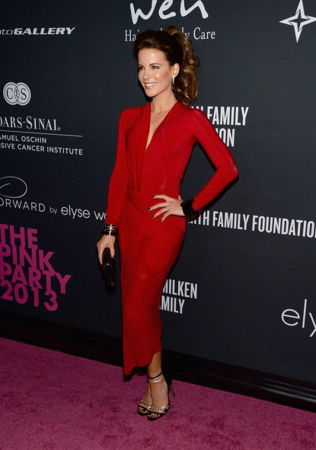 Kate Beckinsale, a dama de vermelho no Pink Party 2013