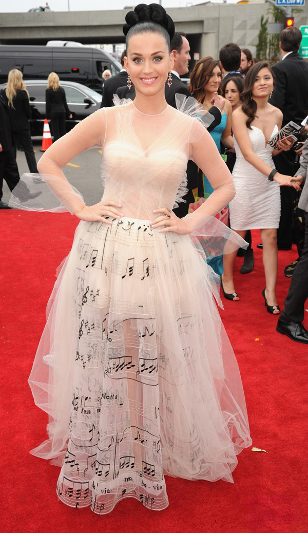 katy-perry-grammys-2014-red-carpet--valentino