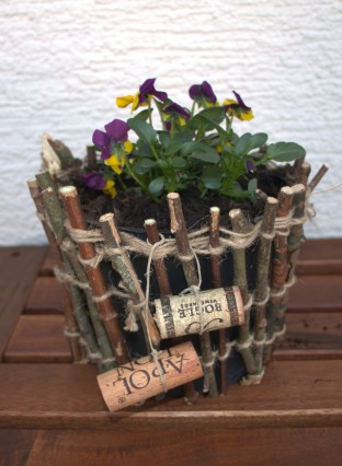 2 Simple and Creative Ideas for Decorating Flower Pots: Wooden Sticks