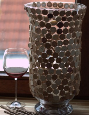 Easy Wine Corks Do-It-Yourself Vase Decoration
