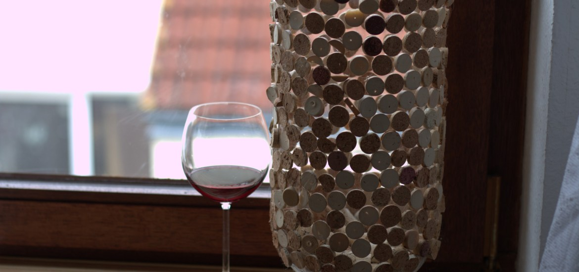 Easy Wine Corks DIY Vase Decoration