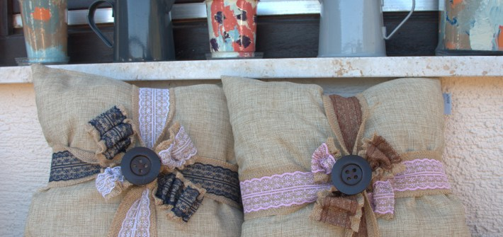 3 Easy DIY Throw Pillow Designs: DIY Burlap Pillow