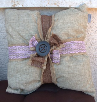 3 Easy DIY Throw Pillow Designs: DIY Burlap Pillow