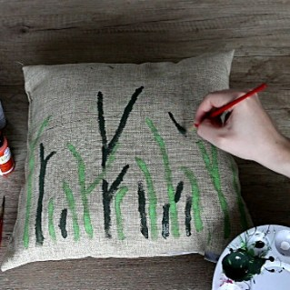How to Make an Accent Pillow with Fabric Paint