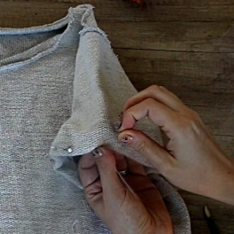 How to Use Old Clothes to Make New Outfits: DIY T-Shirt Makeover