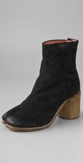 Maison-Martin-Margiela-TABI-toe-booties-in-BLACK-we-love-on-fashiondailymag.com-brigitte-segura