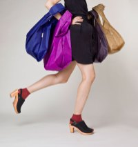 BAGGU-No.6-has-launched-a-limited-edition-reusable-tote-bag-in-No.6-prints-ON-FASHIONDAILYMAG