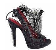 CESARE-PACIOTTI-girly-and-lacey-photo-courtesy-of-cesare-paciotti-on-fashiondailymag.com_