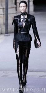 ALEXANDER-McQUEEN-FALL-2011-paris-runway-selection-brigitte-segura-photo-16-nowfashion.com-on-fashion-daily-mag