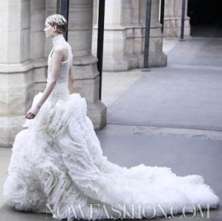 ALEXANDER-McQUEEN-FALL-2011-paris-runway-small-selection-brigitte-segura-photos-nowfashion.com-on-fashion-daily-mag
