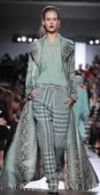 MISSONI-F2011-runway-milan-photo-11-nowfashion.com-on-fashiondailymag.com-brigitte-segura