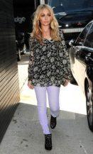 NICOLE-ritchie-wearing-denim-skinnys-in-lavender-on-FashionDailyMag