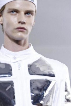 MONCLER-gamme-bleu-ss12-sel-2s-FashionDailyMag-photo-NowFashion