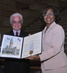 ROBERTO-CAPUCCI-receives-city-of-phila-award-at-closing-of-ART-INTO-FASHION-EXHIBIT-on-FDM-