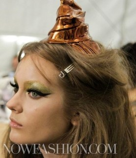 CHRISTIAN-DIOR-BEAUTY-3-couture-fw2011-backstage-fdm-LOVES