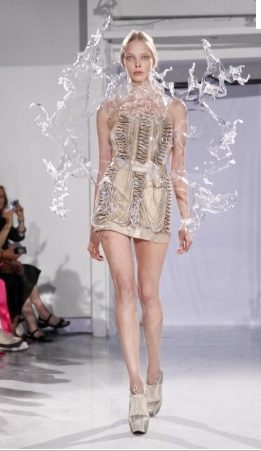 FDM selects IRIS VAN HERPEN f2011 couture paris photo 11 NowFashion on FDMloves