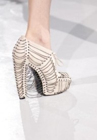 FDM-selects-IRIS-VAN-HERPEN-f2011-couture-paris-photo-16-shoes-NowFashion-on-FDMloves