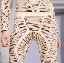 FDM-selects-IRIS-VAN-HERPEN-f2011-couture-paris-photo-2-NowFashion-on-FDMloves