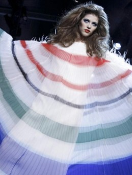 FashionDailyMag-selects-19-CHRISTIAN-DIOR-f2011-haute-couture-july-4-paris-runway-photo-nowfashion1