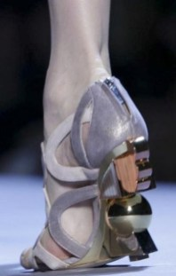 FashionDailyMag-selects-9-CHRISTIAN-DIOR-f2011-haute-couture-july-4-paris-runway-photo-nowfashion
