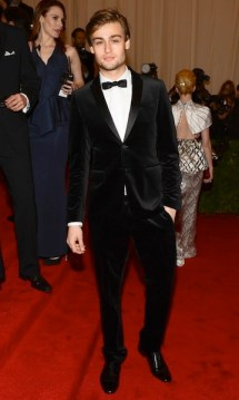 douglas booth wearing burberry to the metropolitan museum of art 2012 costume institute benefit in ny, 07-1.05.12.2jpg