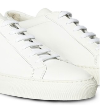 Low Top sneaks by Common Projects   fashiondailymag
