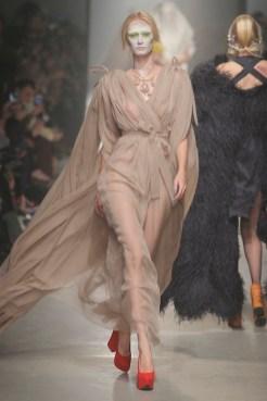 Vivienne Westwood Fall Winter 2013 fashiondailymag look 31