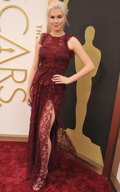 ireland baldwin in burberry at oscars