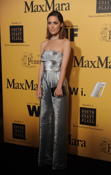 rose byrne in maxmara on fashiondailymag