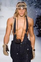 MOSCHINO FALL 2015 LCM FashionDailyMag sel 44