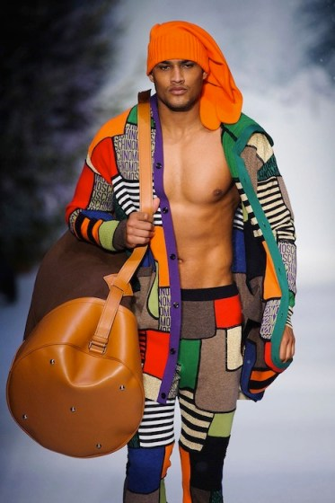 ROB EVANS JOURDAN DUNN MOSCHINO FALL 2015 LCM FashionDailyMag sel 3