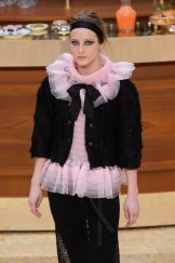 chanel fall 2015 fashiondailymag sel 13