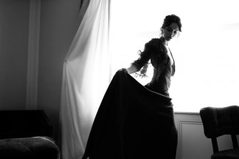 Olivia Cooke wearing Burberry before the Metropolitan Museum of Art Costume Benefit 2017_001
