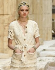 chanel resort 2018 fashiondailymag 28