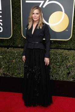 Michelle Pfeiffer golden globes dior at fashiondailymag