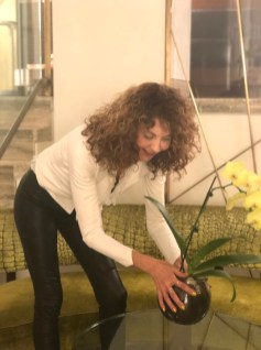 SPRING BEAUTY BRIGITTE SEGURA CURLY HAIR GOLD NAILS PRIVE BY LAURENT D 4