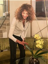 SPRING BEAUTY BRIGITTE SEGURA CURLY HAIR GOLD NAILS PRIVE BY LAURENT D 3