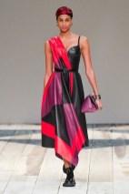 Alexander McQueen fall 2020 paris fashion week photo Imaxtree FASHIONDAILYMAG brigitteseguracurator99