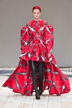 Alexander McQueen fall 2020 paris fashion week photo Imaxtree FASHIONDAILYMAG brigitteseguracurator 16