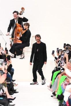 Valentino_90_is5_2071 fall 2020 paris fashion week photo Imaxtree FASHIONDAILYMAG brigitteseguracurator