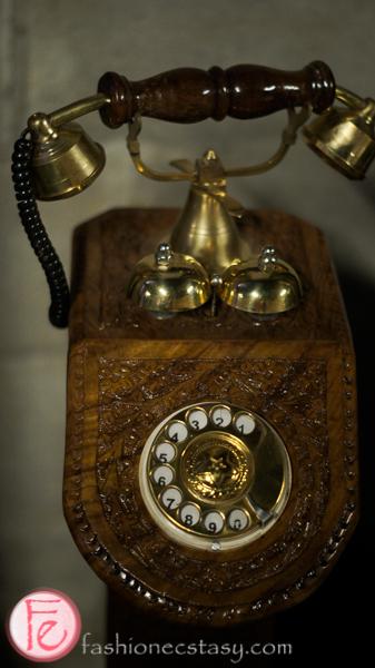 dala decor antique rotary dial phone