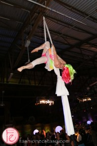 acrobatic performers on trapezes scrubs in the city gala 2015 tokyo for sickkids