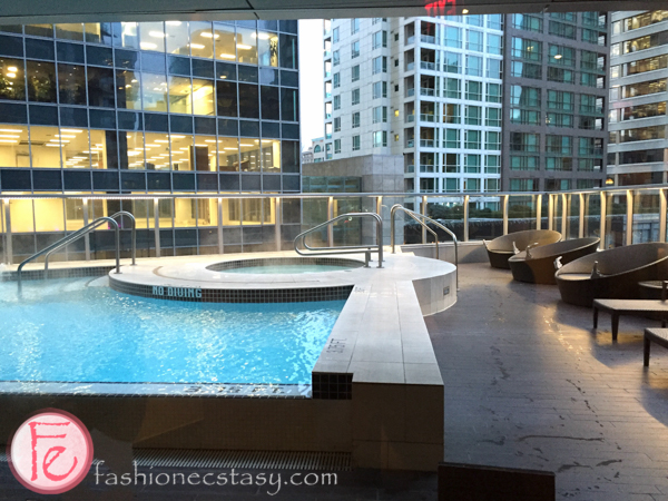 Shangri-La, Vancouver hot tub and heated pool