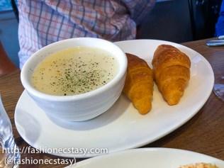 套餐附湯+麵包(可頌麵包)