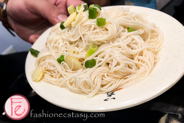 麻油麵線 (Traditional Taiwanese noodles with sesame oil)