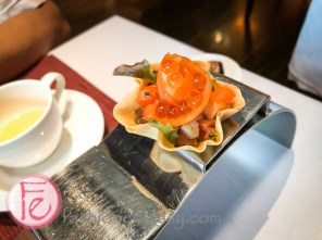 煙燻鮭魚子干貝盅 (Scallop with smoked salmon)